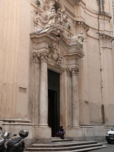 église et mendiant