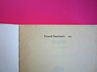 Soglie, di Gérard Genette. Einaudi 1989. Responsabilità grafica non indicata [Munari]. Carta di guardia (part.), 1