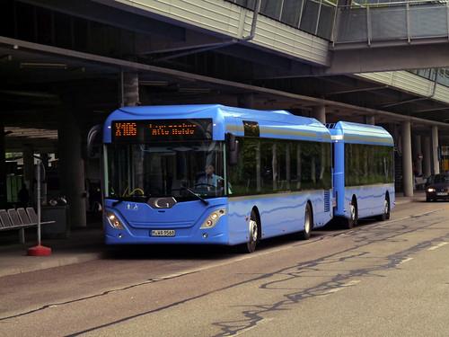 Am Fröttmaninger Busbahnhof wartet der nagelneue go4city-Buszug als X106 auf seine Rückfahrt.