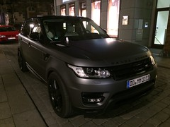 automobile(1.0), range rover(1.0), sport utility vehicle(1.0), vehicle(1.0), range rover evoque(1.0), land vehicle(1.0),