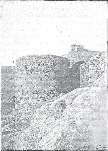 Torre de Alfarach en octubre de 1901 tomada por Don Manuel Tovar y está también sacada de una obra de Rodrigo Amador de los Ríos titulada Los Puentes de la Antigua Toledo.