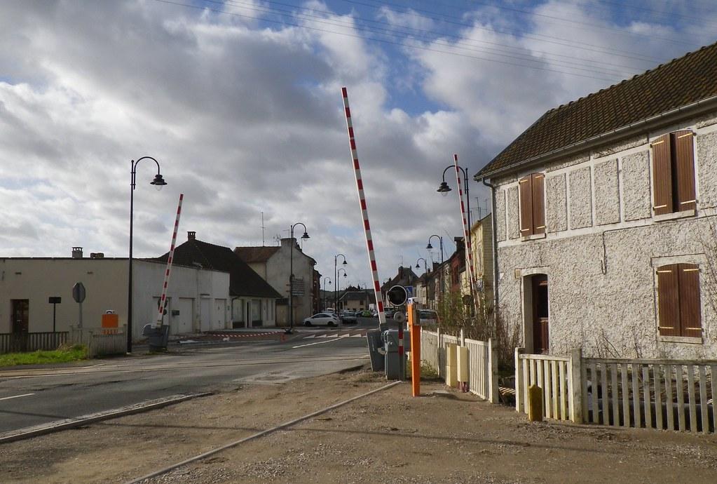 Abbeville railway station france around guides for Au jardin des deux ponts abbeville