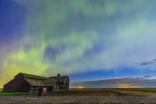 Shooting the Aurora over Old Barn #4 (June 7-8, 2014)