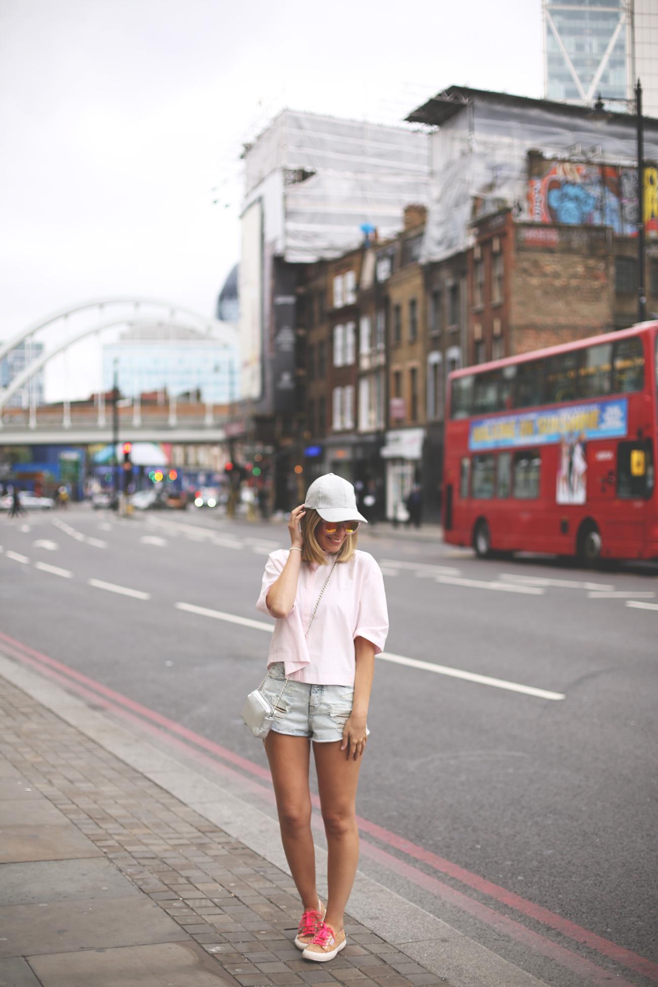 denim shorts, my showroom, street style, fashion blogger, london blogger, fashion blog uk, pink shirt, minimal shirt, blog de moda, beefeater experience,