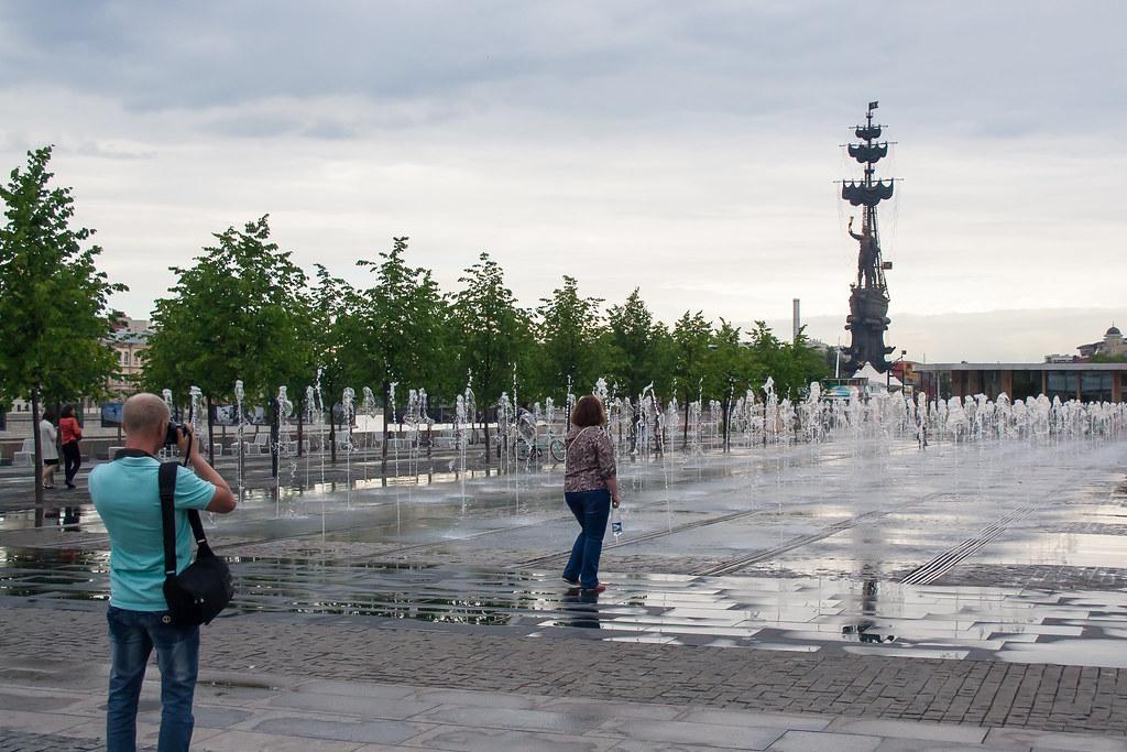 Москва. Набережная у Музеона. Самые лучше фонтаны