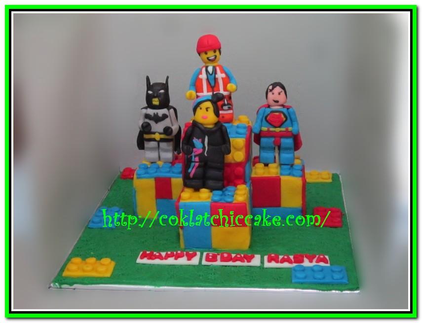 Miniature cake lego the movies
