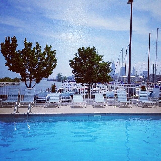 Not a bad place to spend a morning in Cleveland! Thanks @ashleytaseff ! #THISISCLE #CLEVELAND #lakeerie #edgewater