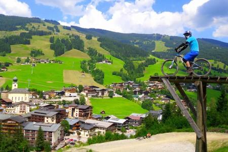 Bikepark Saalbach Hinterglemm: klopenky a výhledy