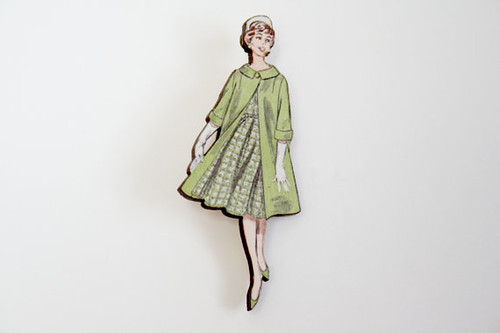 Wooden Vintage Fashion Lady Brooch