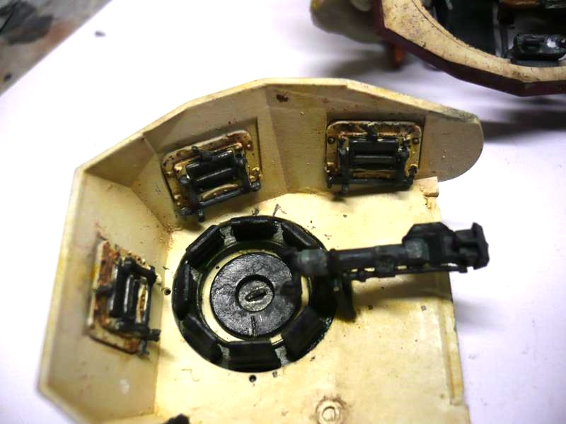 Pz.kpfw.II Ausf.F Kit N°6263 - DRAGON - 1/35 14717172483_4ff1a543a2_o