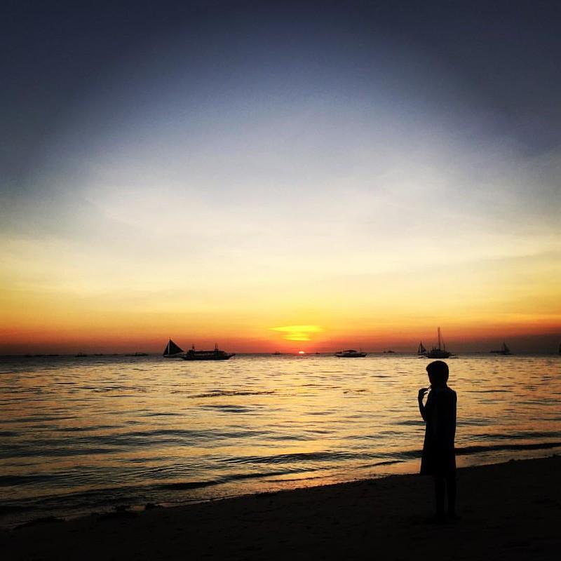 Algo bonito tendrás cuando dejas hasta a los niños paralizados... #Boracay #sunset #kiennoarriesganogana