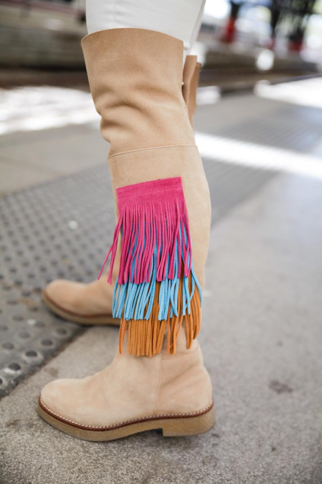 05_como_combinar_la_ropa_verde_turquesa_ideas_look_street_style_theguestgirl_ruga_boots_fringes_barcelona_influencer_top_blogger