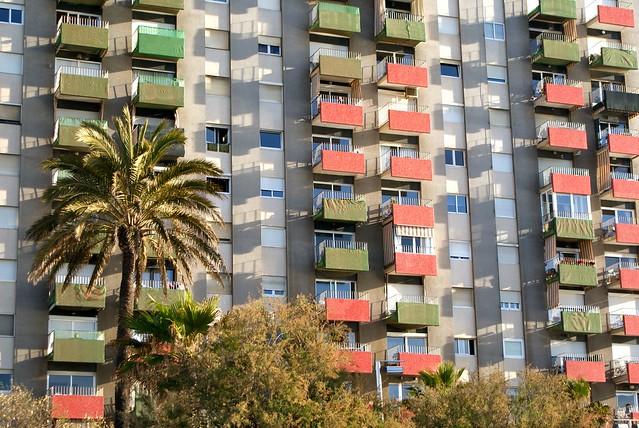 Bâtimentmoderne sur la plage de Barcelone.