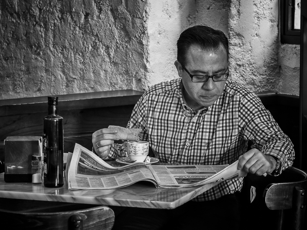 breakfast with newspapers