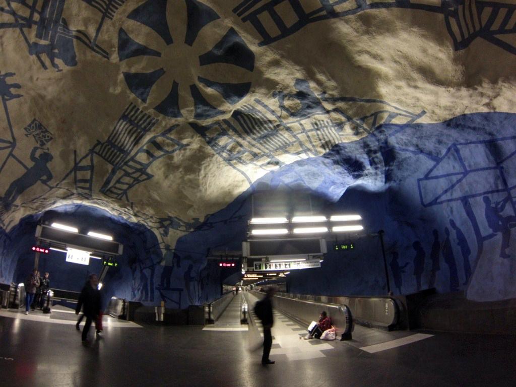 Interior de los túneles del metro de estocolmo metro de estocolmo - 14036063609 6ce47bf169 o - Arte en el metro de Estocolmo