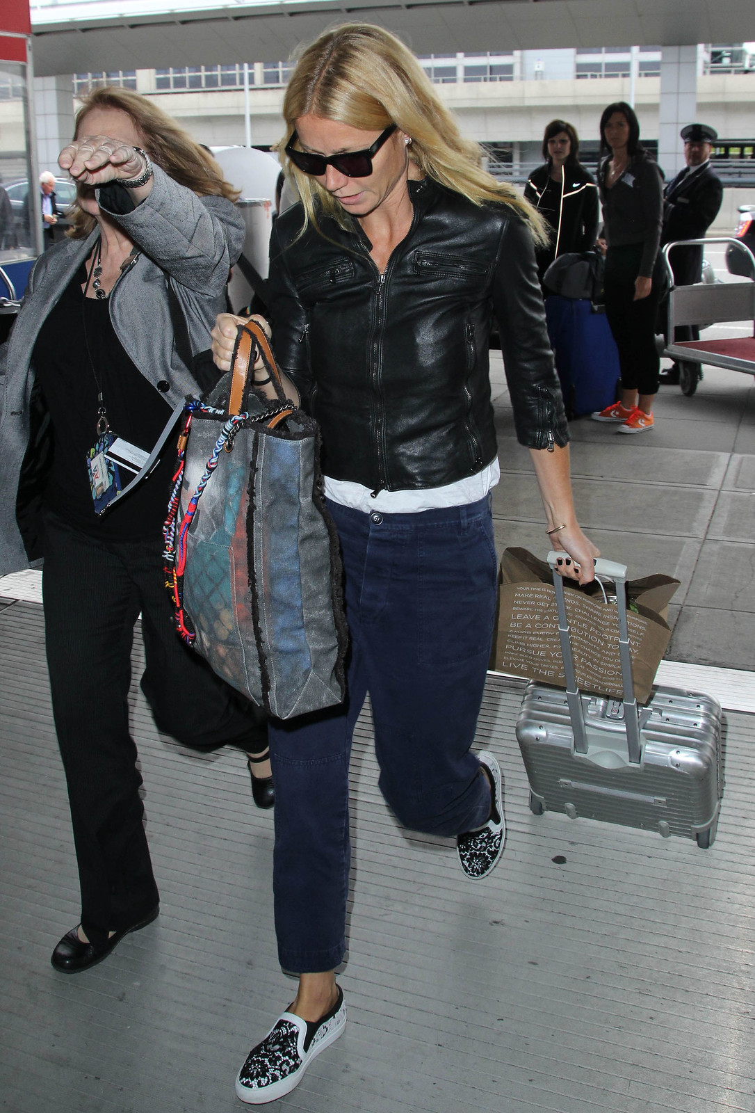 fdaa949d5222 Gwyneth Paltrow — Departing on a flight at LAX carrying the Chanel ...