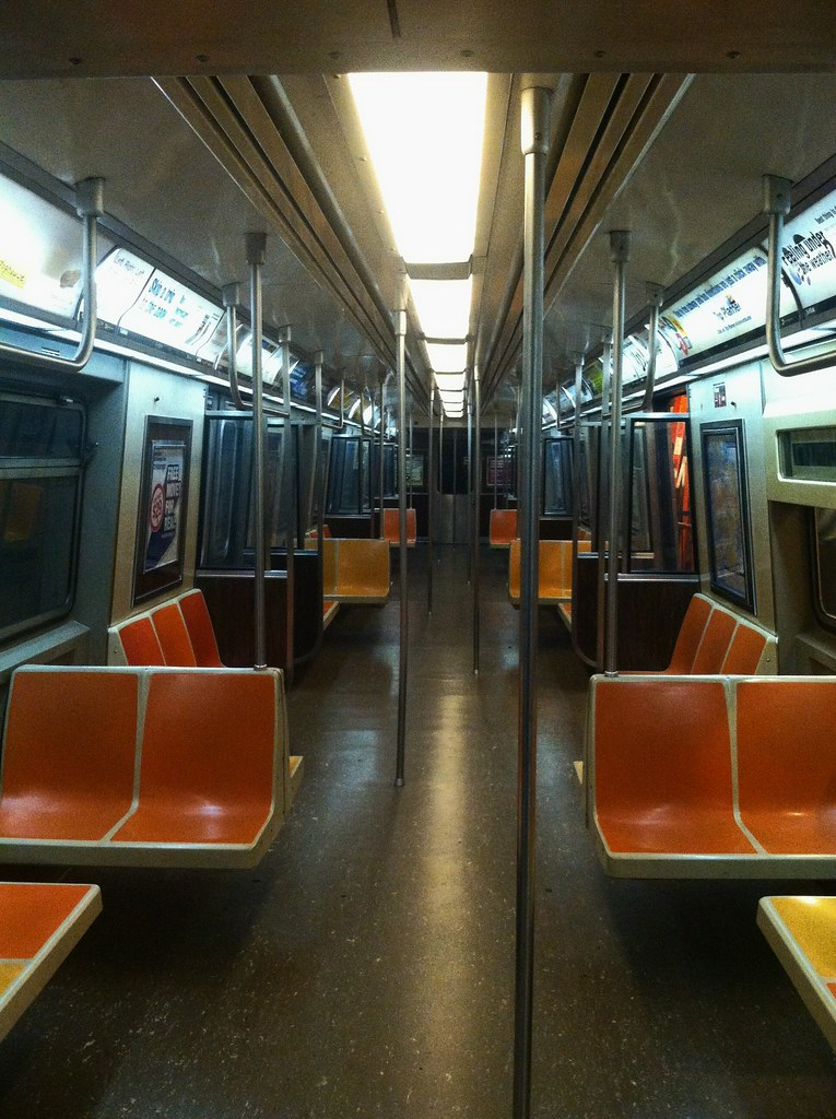 new lighting on r44 5240 subway photos videos nyc transit forums. Black Bedroom Furniture Sets. Home Design Ideas