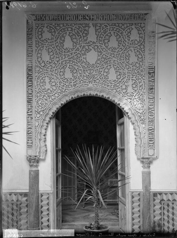 Arco del Obispo a comienzos del siglo XX. Fotografía de J. Lacoste © MECD, Fototeca del IPCE, signatura VN-29701_P