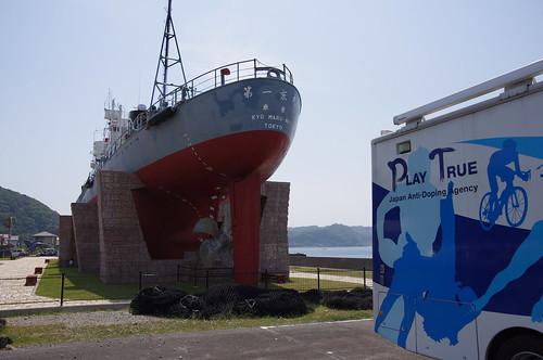 アンチドーピングカーと捕鯨船