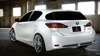 Lexus-CT-200h-rear-w