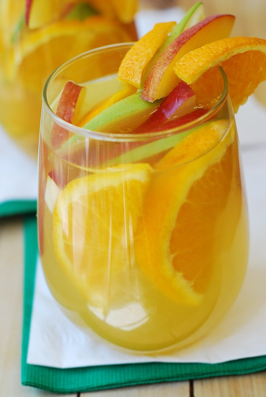 White Sangria, white peach sangria, cocktail recipes, oranges, apples, peaches, fruits, summer drink, summer alcohol cocktails, party drinks, party food