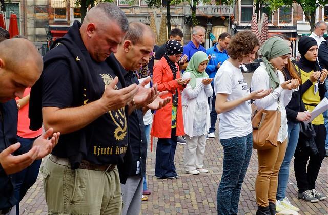 Het gebed. Foto door Roel Wijnants.