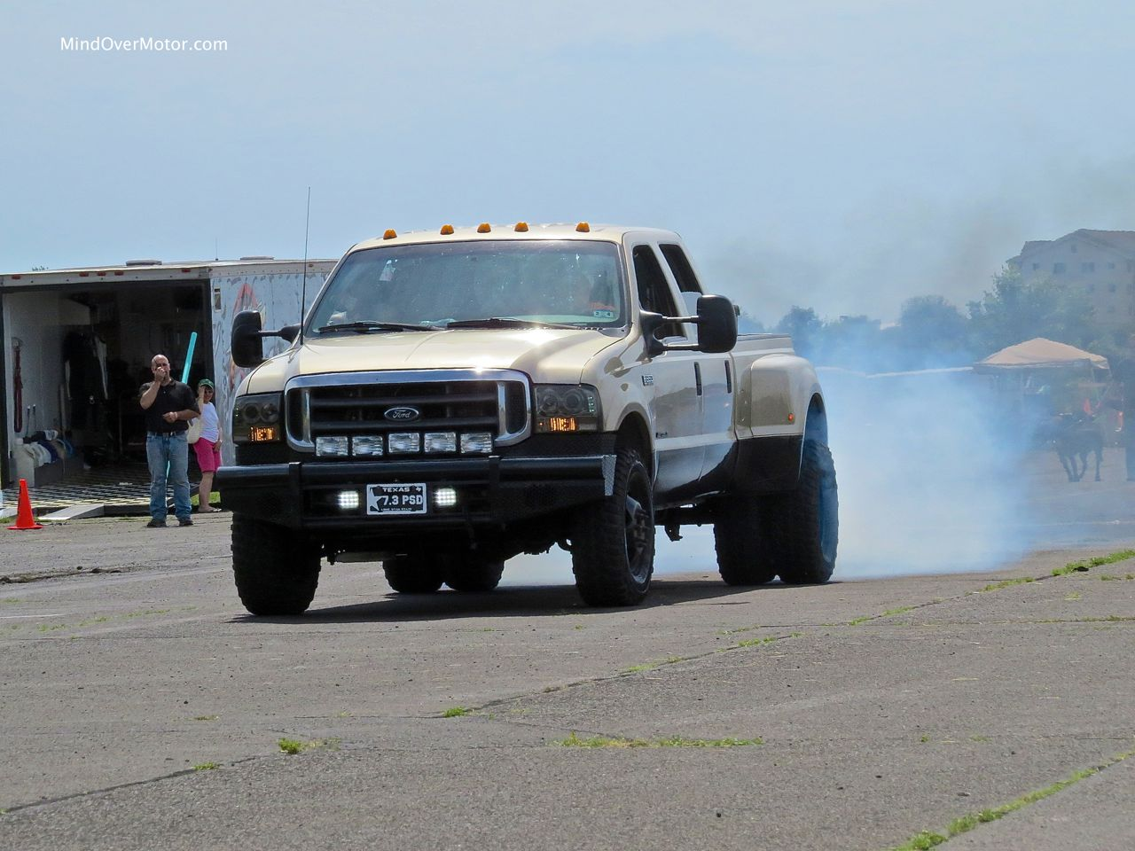 Ford F-350 Super Duty Burnout