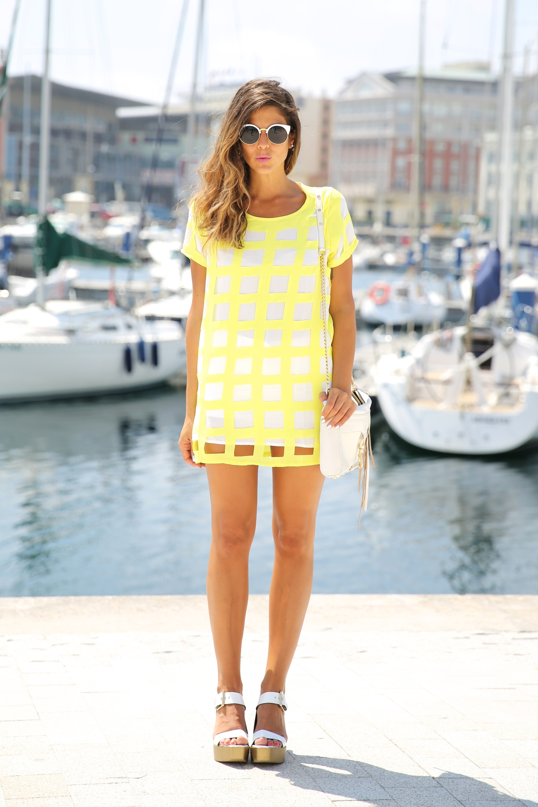 trendy_taste-look-outfit-street_style-ootd-blog-blogger-moda_españa-fashion_spain-coruña-galicia-sandalias_plataforma-platform_sandals-rebecca_minkoff-yellow-amarillo-vestido-dress-plaid-cuadros-8