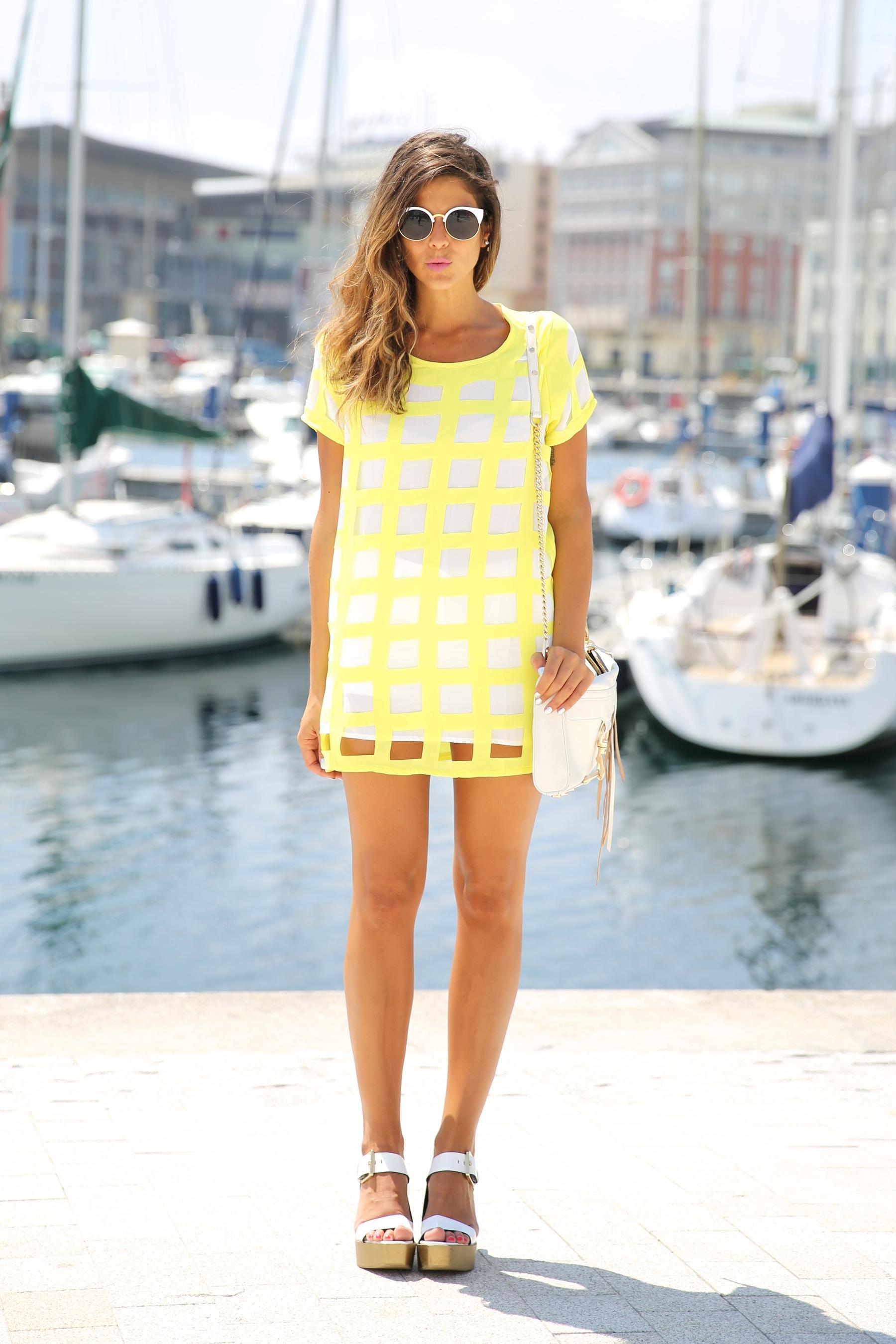 trendy_taste-look-outfit-street_style-ootd-blog-blogger-moda_españa-fashion_spain-coruña-galicia-sandalias_plataforma-platform_sandals-rebecca_minkoff-yellow-amarillo-vestido-dress-plaid-cuadros-8