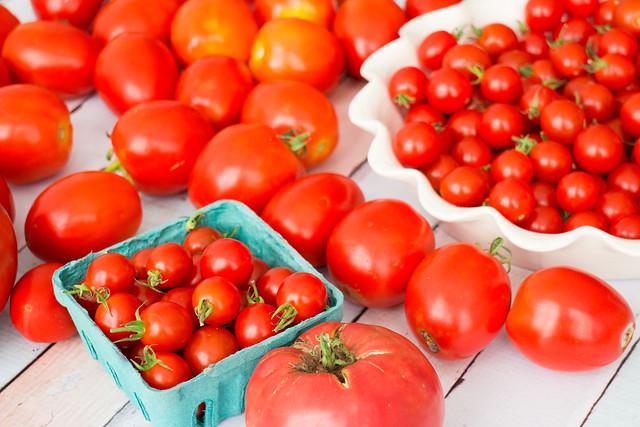 It's raining tomatoes!_8