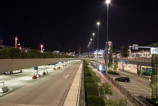 Parkhaus bei Nacht