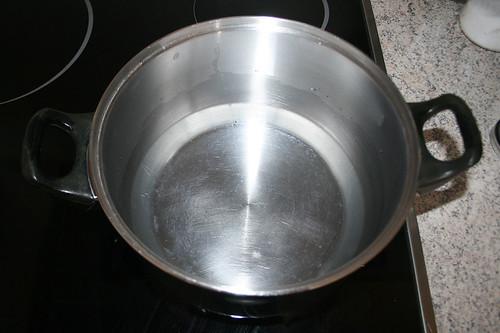 11 - Topf mit Wasser aufsetzen / Bring pot with water to boil