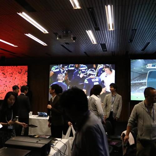 会場では、いくつかのプロジェクターの映像も見比べつつ。 #BenQアンバサダー #reviews_ad