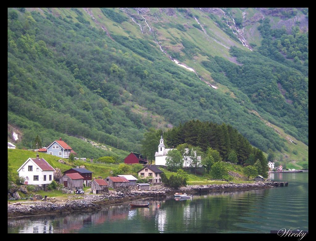Ruta viaje fiordos noruegos - Pueblo a orillas de los fiordos noruegos