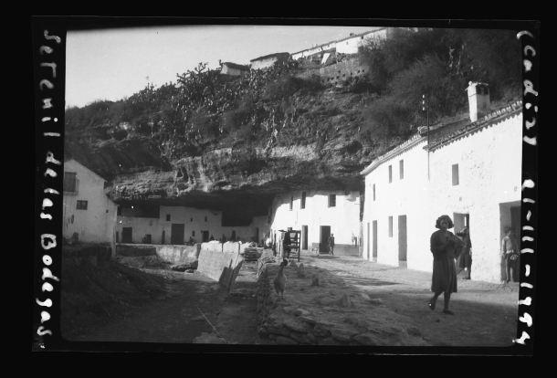Las Cuevas del Sol en 1954. Foto: JULIÁN ALONSO RODRÍGUEZ. Más información en <a href=