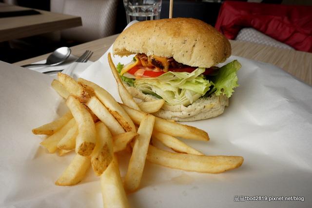 14111672165 59f2bb8d6b o - 【台中西區】白水尼克-最有名的早餐似乎不錯,但其他真的還好而已(已歇業)
