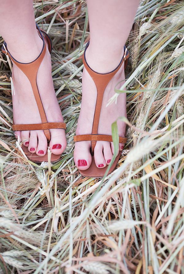 celine sandals, celine, brown sandals, designer sandals, סנדלי מעצבים, בלוג אופנה, סלין, סנדלי סלין, סנדלים חומים, נעלי קיץ
