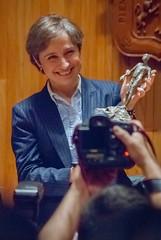 Carmen Aristegui recibe el galardón 'Corazón de León' ⑫