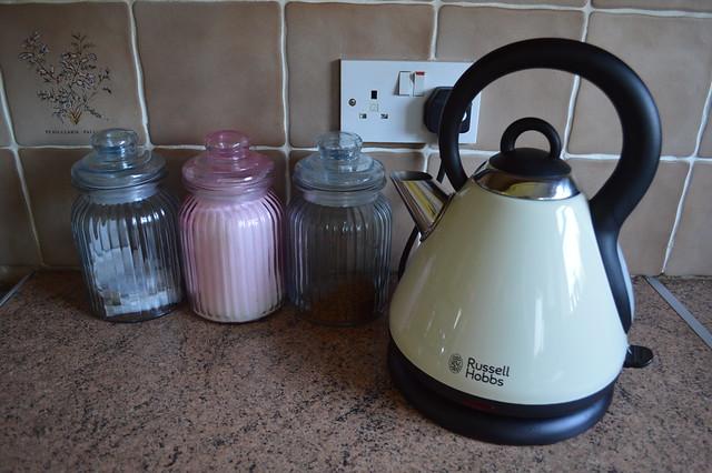 russell hobbs cream heritage kettle