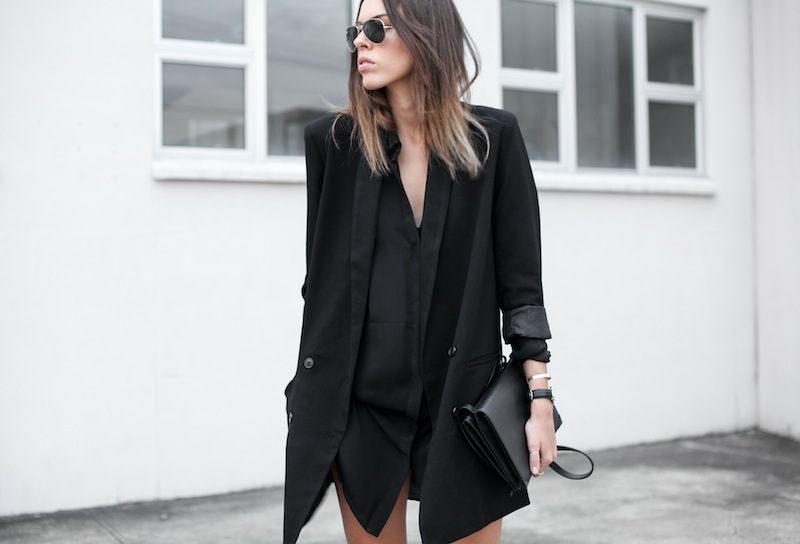 modern legacy blog street style off duty ASOS boyfriend long blazer Monki Alexander Wang Kelli Kelly ankle boots Saba silk shirt dress Alexander Wang Prisma Envelope leather clutch all black blogger balayage hair oversized minimalist (3 of 6)