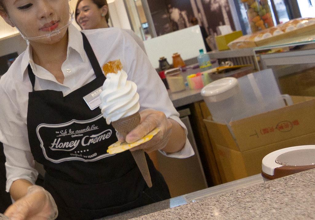 高雄新光三越蜂巢冰淇淋甜筒