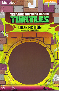 "Kidrobot :: ""TEENAGE MUTANT NINJA TURTLES"" - 'OOZE ACTION' GLOW IN THE DARK SHREDDER // ..card backer A  (( 2014 ))"