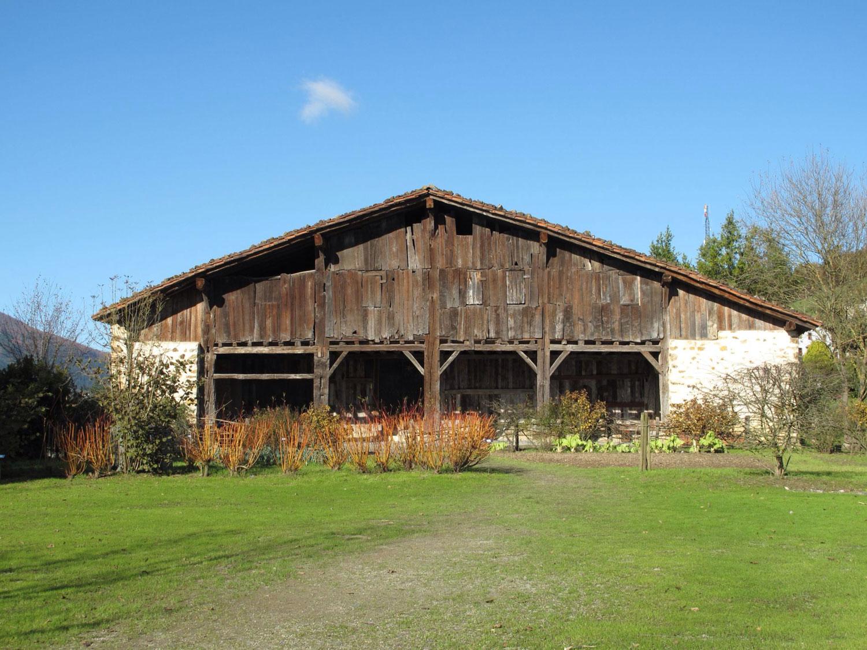 caserio igartubeiti_fachada principal_madera_piedra