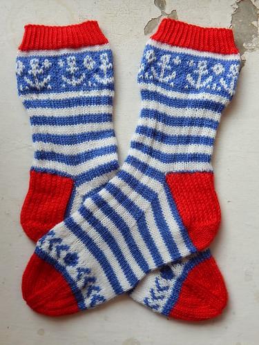 полосатые носки на морскую тему   horoshogromko.ru
