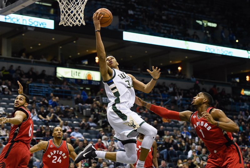 jason-thompson-giannis-antetokounmpo-nba-toronto-raptors-milwaukee-bucks-1
