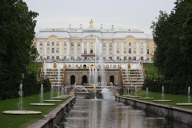 Palacio de Peterhof desde San Petersburgo