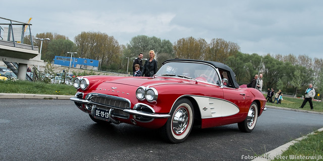 Oldie time!Chevrolet_Corvette_1961