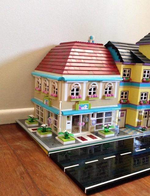 Lego Friends modular vet