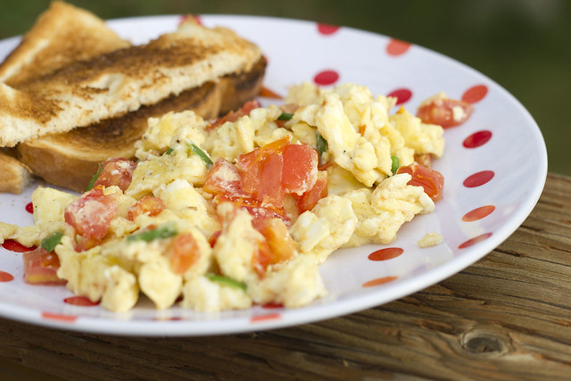 Scrambled eggs with tomato and green onion