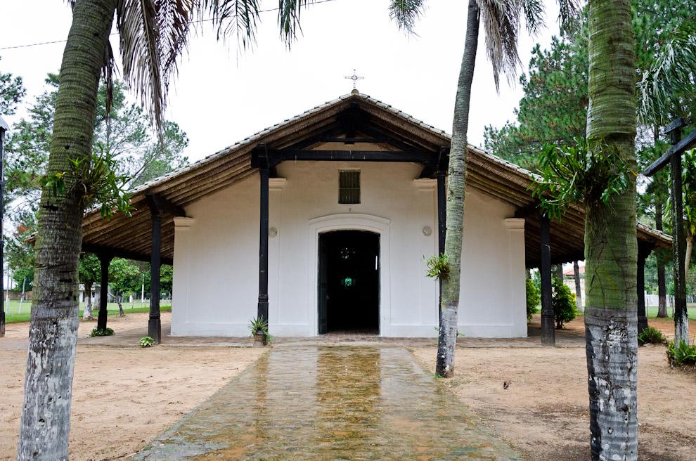 Fachada de la antigua Iglesia de Isla Umbu, Departamento de Ñeembucú, conservada en su estado original, Fundada en 1860, es el mayor tesoro de esta localidad. (Elton Núñez)